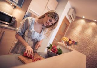 平日、夫に夕食を作らない女性は良妻賢母…! 「正当な理由」に迫る