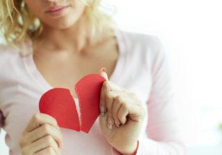 友達や家族のせいで…「自分は悪くなかった」切ない失恋体験談3つ