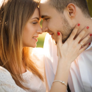 良縁、結婚、妊娠…!幸せを予兆する 「顔の変化」3つ