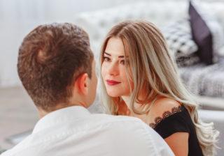 耳元でボソッ…男が「彼女がムラムラしてる」と察した瞬間3選