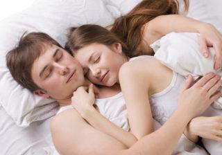 寝ているときに…男が心底ウザいと思う「彼女のスキンシップ」3選