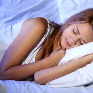 眠ったままハァハァ…♡男がキュンとする「女子の寝相」3選