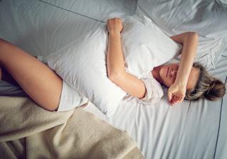 枕は天日干しダメ…!? 意外とやりがち「寝具のNGお手入れ方法」