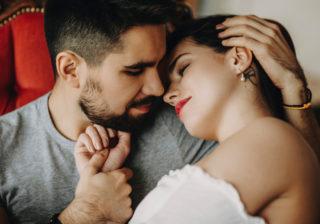 エッチ中断したくなる…!? ベッドで男が萎える「女の唇の特徴」3選