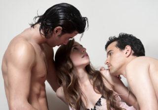 肉体関係だけなのに…男が語る「セフレ女に情が湧く」瞬間3つ