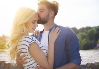 ちょっと恥ずかしいよ~…男が人前でも彼女とキスしたくなる瞬間