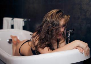 恐怖に襲われる…お風呂で「やってはいけない」不吉行動4つ