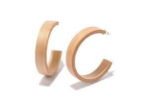 びっくりするほど軽い! 木製のシンプルなピアスが気になる