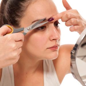 眉頭はカットしちゃダメ…男にウケる「女の眉毛」簡単お手入れ方法 #50