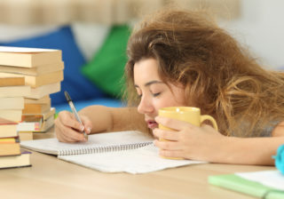 23時30分に寝てみる…胃腸の不調や肌荒れ「夏疲れの改善方法」4つ