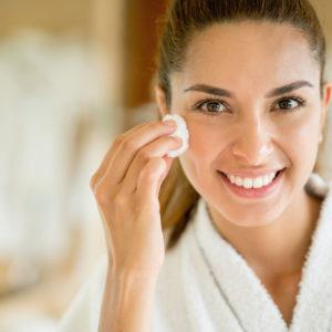 美白化粧品を使うだけじゃダメ…日焼け肌を「元に戻せる方法」3つ