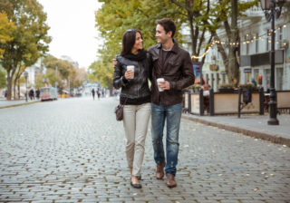 歩き方で判明!? 彼が好きな「女子のファッション」が分かる心理テスト