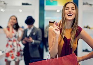 意外とキャッシュレス化…? 日本人女性の「クレジットカードの使い方」