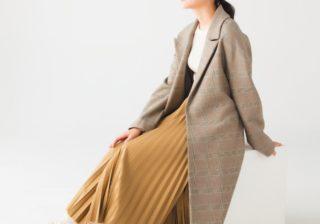 """この秋冬のロングコートは""""羽織り系""""! ゆるっとした丸みがポイント"""