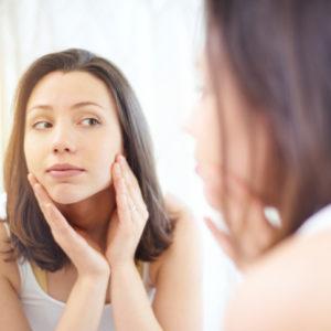 大丈夫なの…? 洗剤の成分・界面活性剤が化粧水にも入っているワケ|ちょこっと美容マメ知識 #32