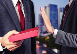 秘書100人が警告!ビジネス手土産で「絶対に選んではいけないもの」5選