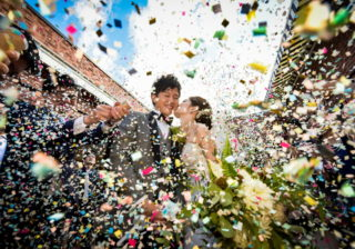 えっお呼ばれ服は白でもOK!? 2019年、結婚式の最新トレンド!