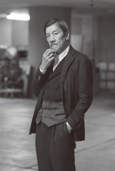 """映画で着た衝撃の衣装! 奥田瑛二が""""かっこ悪い男""""に!?"""