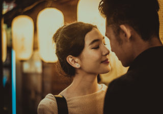 切ない結末に涙…冬だけで終わった「儚い恋」の思い出3選