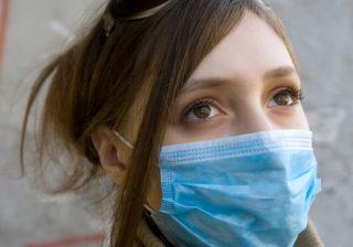風邪や花粉症対策にも…誰でも「マスク美人」になれる簡単メイクテク