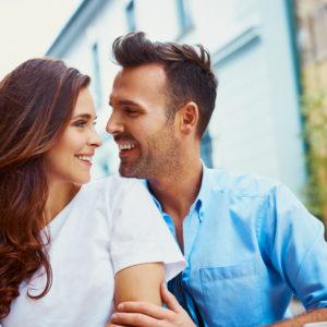 つい目で追っちゃう…男性が本能的に惹かれる女性の行動4つ