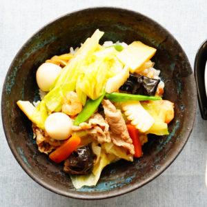 豚肉と海鮮の旨みじゅわ~! 男が絶賛する「簡単丼」レシピ