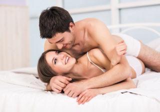 軽そうじゃないケド…男が「ベッドに誘いやすい」女の特徴4つ
