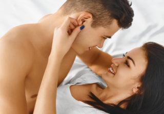 もっとアソコを…男がH中に「触っていて欲しい」体の部位4つ