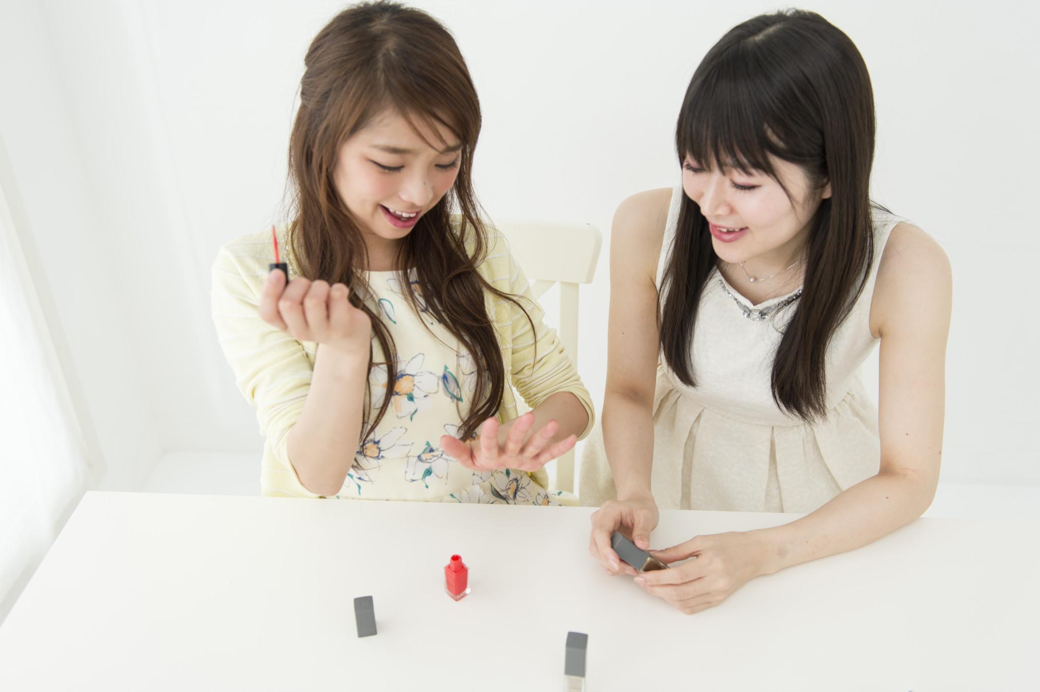 左から、鷲巣喜美さん(no.114、29歳・サービス業)、古角夕貴さん(no.238、26歳・モデル)