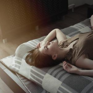 枕の向き大丈夫?「金運が下がる」寝室の特徴4選