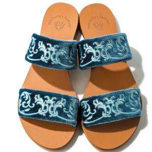 日本初上陸ブランド! 夏の足元を彩るベルベット素材サンダル