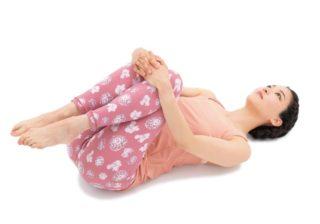 脚がぐんと長く見える? 下半身に効く「寝たままトレ」が簡単!