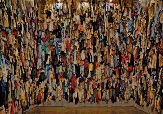 ボルタンスキー回顧展 死生観から生まれる独創的な作品の数々