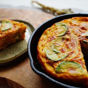 男が喜ぶ卵料理…混ぜて焼くだけ!「フライパンで簡単たまごレシピ」