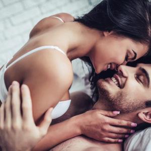 セックス時に結合部を見て…男性が興奮した彼女の一言3選