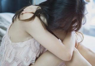 号泣して…辛い失恋からの「立ち直り方」7選