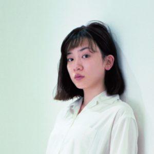 """永野芽郁 フェミニンだけど力強い""""ボリュームシューズ""""スタイル"""