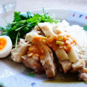 米と鶏肉を一緒に炊くだけ~! 肉のうまみスゴい「タイ風チキンライス」