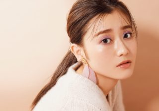 """欅坂46・守屋茜の""""秋色メイク"""" 旬のパープルメイクを伝授!"""