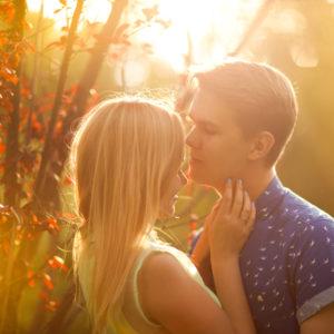 唇ベロベロ…男がドキッとした「付き合いたての彼女」の行動4つ