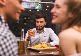 肌キレイ…喜んではいけない「男の褒め言葉」あるある4選