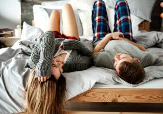 部屋でイチャイチャ♡… 彼が「冬のデート」でしたいコト5つ