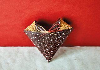 折り紙、富士山、鰹梅までチョコに!? 2020日本のチョコ事情