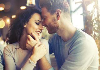 アソコのくぼみにチュッ♡… 男がキスしたい「体のパーツ」4つ