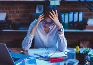 最悪の事態に… 仕事中にしてはいけない「不吉な行動」4つ