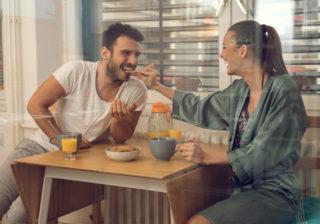 じわじわ嬉しい…おうちデートで彼が喜ぶ「ちょっとした気遣い」3つ