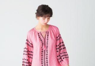 """【2020春】""""刺繍""""がほどよい甘さを! 大人に似合うピンクワンピ"""