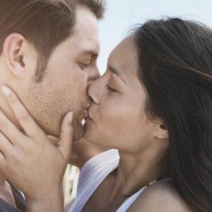 キスしたあとすぐに…男性が「超絶カワイイ!」と感じる彼女の仕草4つ