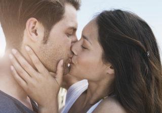 やっぱかわいいな~! 彼がドキドキする彼女の「初々しいキス」