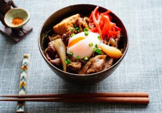 困った時は簡単どんぶり…アレを使ってさらに絶品「牛丼」レシピ